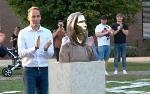 A statue created to honor the mysterious creator of Bitcoin Satoshi Nakamoto has been unveiled in Budapest.